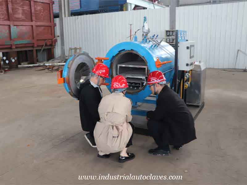 Mexico Customer Has Visited Pressure Vessel Factory For Autoclave Curing Process